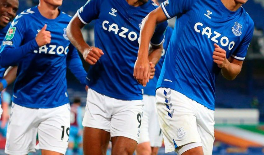Richarlison nets again, and Everton moves forward ...