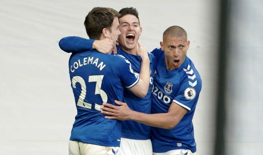Em jogo de muitos gols perdidos, Everton empata co...