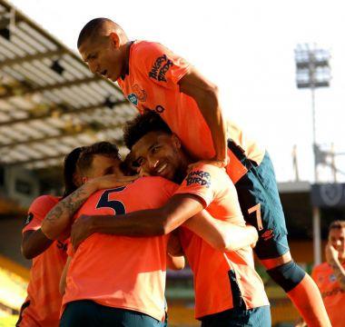 Richarlison comemora o gol de Michael Kena na vito ria de 1 x 0 contra o Norwich 1