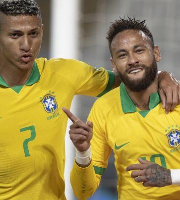 Peru 2 x 4 Brasil