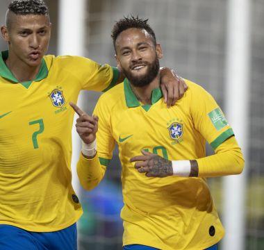 Richarlison comemora o primeiro gol de Neymar 1