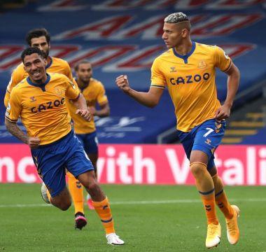 Com o gol, Everton assume a liderança da Premier League com três vitórias em três jogos.