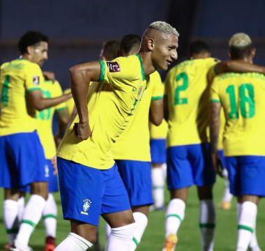 Richarlison x Uruguai 01