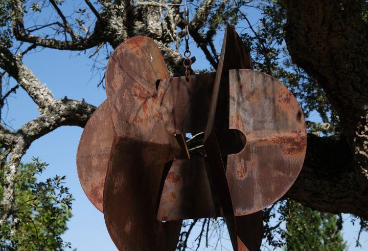 Escultura enlaces de Maria Leal da Costa num dos caminhos da Quinta do Barrieiro 3