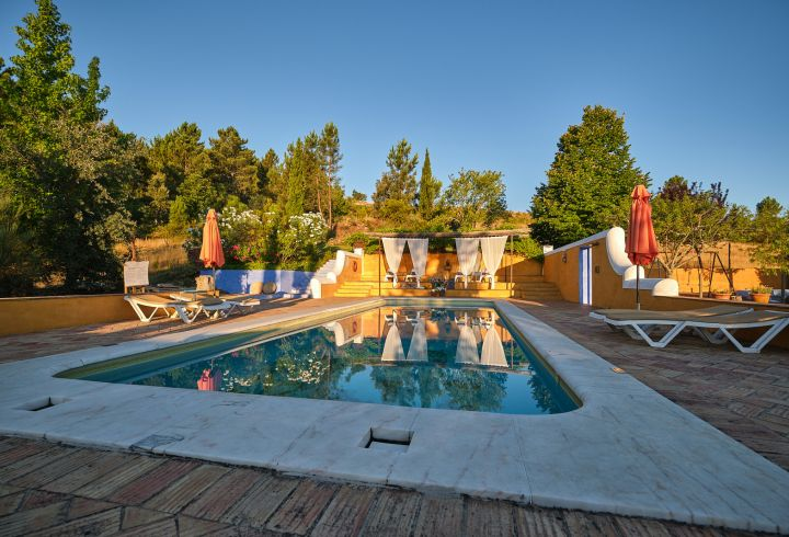 Vista de ângulo da piscina