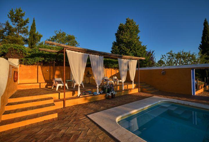 Zonas de estar da piscina