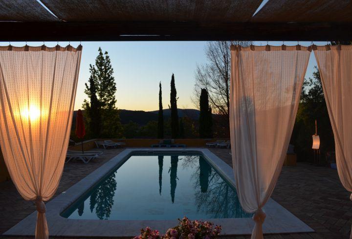 Vista de Nascer do Sol da piscina da Quinta do Barrieiro