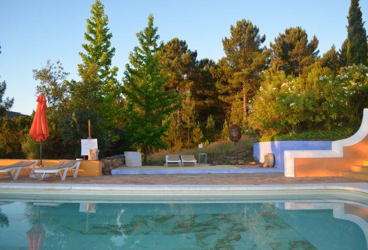 Piscina e zona de estar exterior da Quinta do Barrieiro