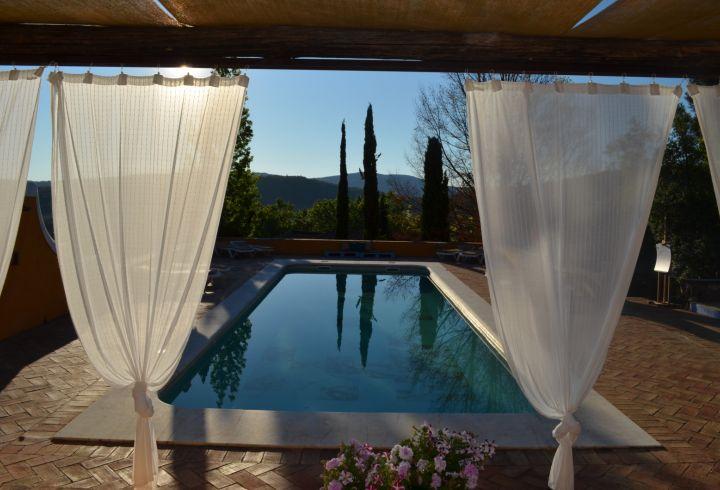 Vista de cortinas da piscina da Quinta do Barrieiro 2