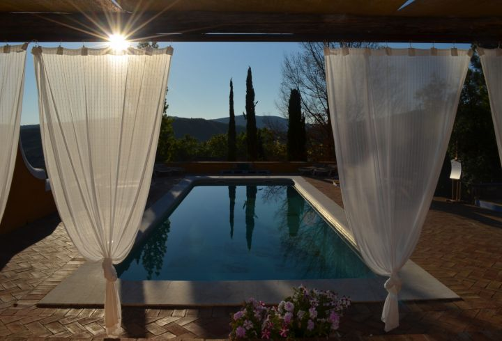Vista de cortinas da piscina da Quinta do Barrieiro 3