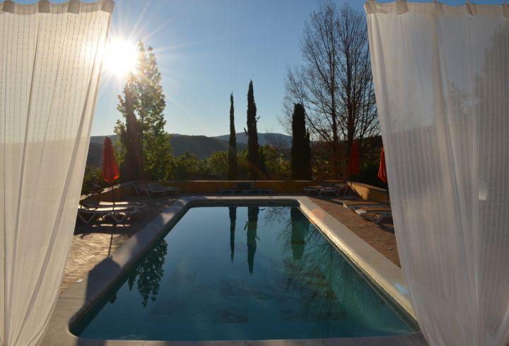 Vista de cortinas da piscina da Quinta do Barrieiro 5