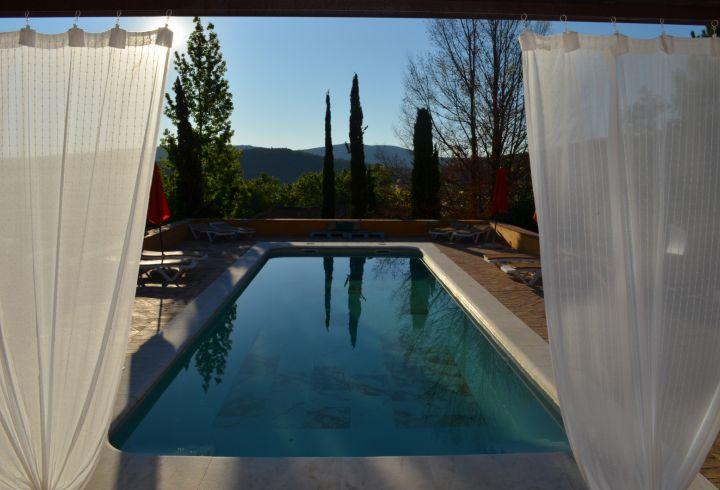 Vista de cortinas da piscina da Quinta do Barrieiro 6