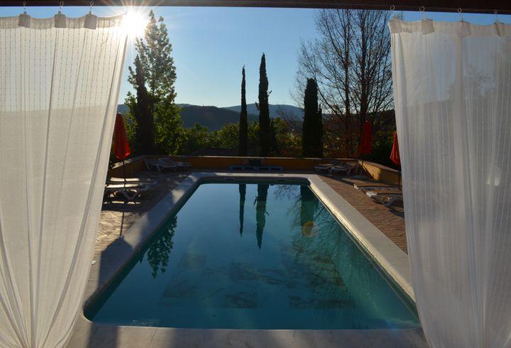 Vista de cortinas da piscina da Quinta do Barrieiro 7